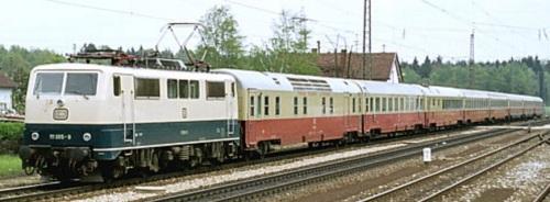 Mediolanum trainato dalla DB 111 065-9 a Großkarolinenfeld, il 7 maggio 1977. Foto © Ulrich Budde da mediawiki