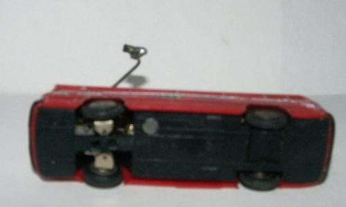 Il trolleybus della Brawa visto da sotto