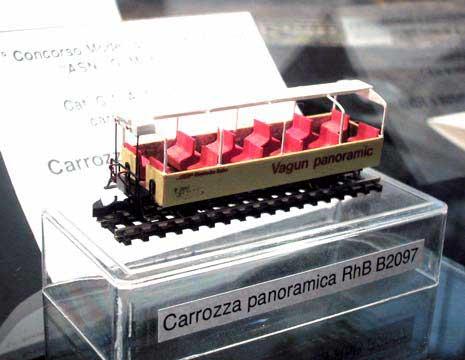 Carro passeggeri RhB linea Bernina di Silvio Carcano. Si notano i ganci Märklin Z.