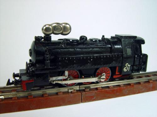 La curiosa locomotiva Mignon, con il fumo.