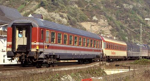 CarrozzaTUI in composizione nell' Italia Express nell'aprile '91, - foto Matthias da drehscheibe.net