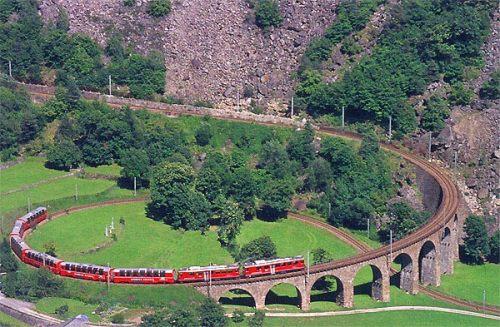 """Viadotto di Brusio sulla """"Viafer Retica"""" . Immagine da www.hotelbernina.com/"""