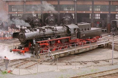 Piattaforma girevole. Con licenza Creative Commons Attribution-Share Alike 3.0 tramite Wikimedia Commons - http://commons.wikimedia.org/wiki/File:Locomotive_BR52-8177-9.jpg#mediaviewer/File:Locomotive_BR52-8177-9.jpg