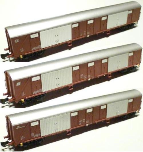 I carri Gabs di MTR, con tre differenti loghi (foto © da 1zu160.net)