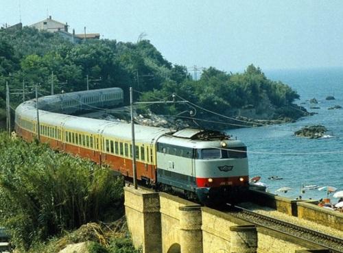 TEE Adriatico nei pressi di Lanciano tra il 1982 e il 1984 - foto da cesec-condivivere.myblog.it
