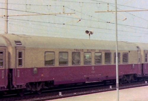 GC Salone vista dal lato opposto alla ritirata. Dattaglio da uno foto CC-SA Luciano Marcon di un transito del TEE Ligure a Bordighera nel 1976, da mediawiki