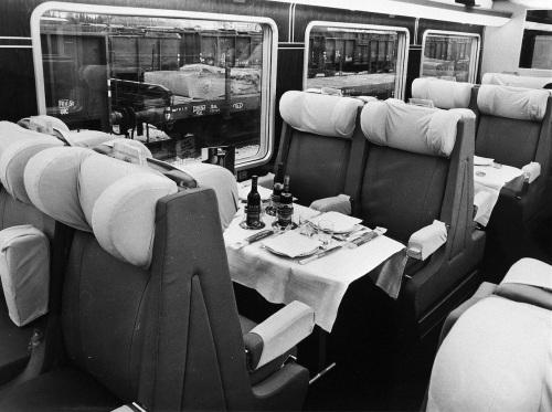 Interno della carrozza ristorante - Foto © Fondazione FS