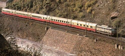 Le Gran Comfort tipo TEE 1969 compongono Il Mediolanum in Val d'Isarco - Foto © pamwagner47 da www.ferrovie.it/forum
