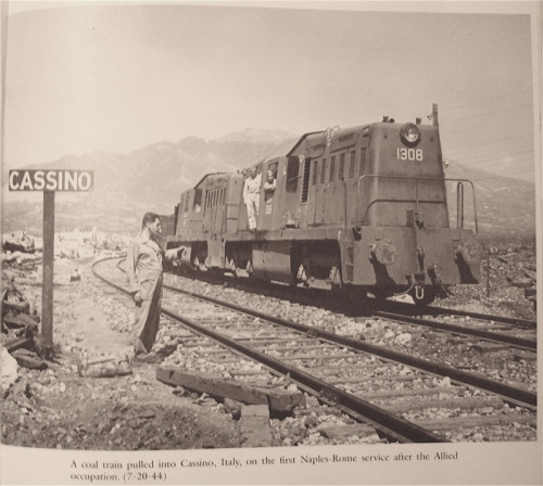 Whitcomb a Cassino, da: DeNevi, Don e Hall, Bob, United States Military Railway Service. America's Soldier-Railroaders in WWII, Erin, Ontario: The Boston Mills Press, 1992