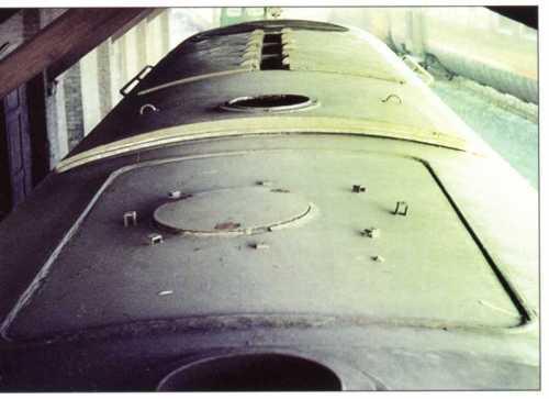 dettaglio del tetto con botola disassata per la prevista caldaia a vapore per il riscaldamento del convoglio, mai installata. (grazie a Gigi Voltan)
