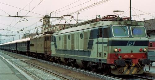 E.652.005 e E.645 a Bolzano il 15 aprile 1992 - Foto da drehscheibe-foren.de