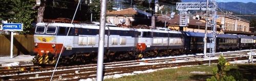 """""""Train de Luxe - Nostalgie Istanbul Orient Express"""" nel 2001 a Porretta Terme, con due Caimani in testa - Foto © Marco Tolomelli da flickr"""