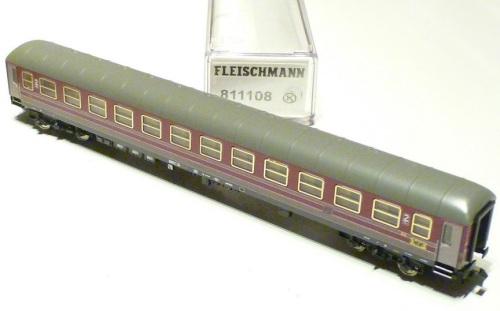 Fleischmann 811108, UIC-X di seconda classe Rosso Fegato con imperiale palesemente e fastidiosamente errato.