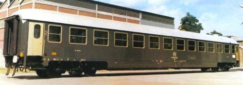 UIC-X Tipo 1970 di seconda classe in versione originale, con carenatura completa. Foto del produttore (CFC - Colleferro)