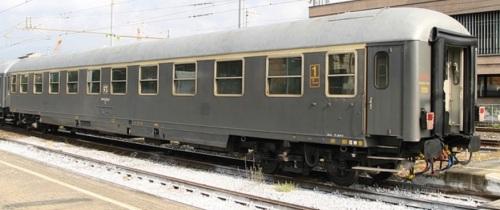 Az Tipo 1970 lato corridoio, vettura storica 50 83 10-78 014-5 nel 2010, foto © Ernesto Imperato da trenomania