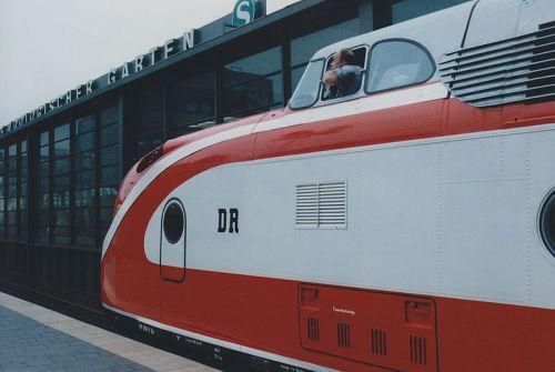 Il Max Liebermann alla stazione dello Zooz di Berlino. Si può notare il logo DR sulla fiancata