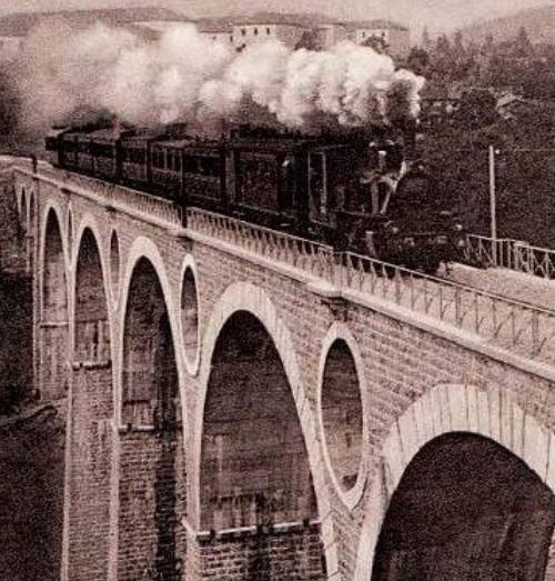 E' forse una T3 quelal che transita sul viadotto di Belluno della Ferrovia Belluno-Cadore?