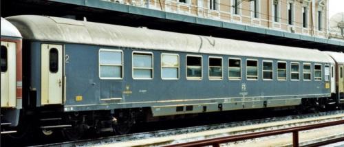 Tipo 1970 Ristoro (compartimento grande) con carenatura ridotta nel 1994 a Bari - Foto © Marcello La Penna da Flickr