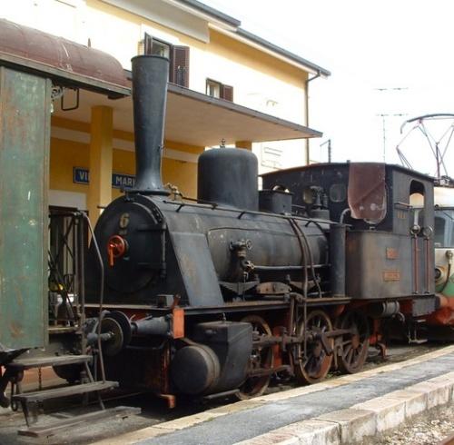 """T3 """"Valtellina"""", ora della Sangritana, durante il traferimento del 2004. Foto da iltrenodellavalle.wordpress.com"""