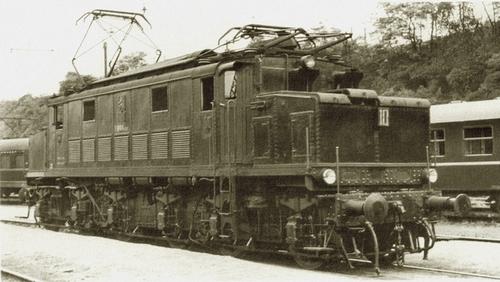 La E 666.001 all'inizio degli anni '60 a Praga. Foto Milan Bures da h-transport.pxtr.de
