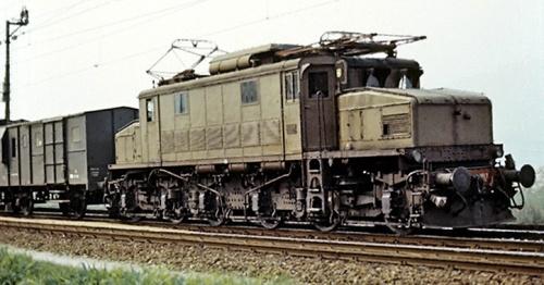 E.626.007 sulla Bolzano-Merano a Lana Postal nel 1974 Foto © Alessandro Muratori da www.marklinfan.net