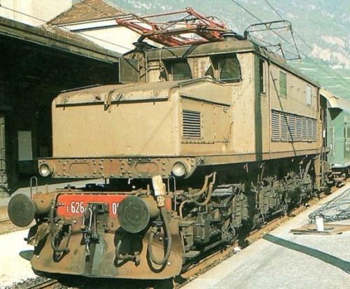 E.626.004 con cassoni ridotti e assi estremi demotorizzati a Bolzano nel 1971 - Foto da trenoincasa