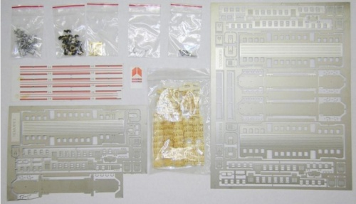 Triplice Kit Irmodel, comprendente una semipilota e due carrozze. Foto Mario Vason