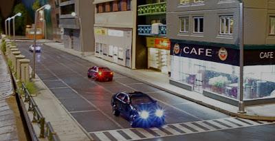 Scorcio notturno con due vetture con luci anteriori e posteriori, da http://www.quinntopia.com/