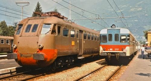 Alla stazione di Merano nell'estate 1984. la Ale.840 da Bolzano è a fianco della 668.1717 diretta a Malles - Foto © Stephan Wohlfahrt da www.bahnbilder.de