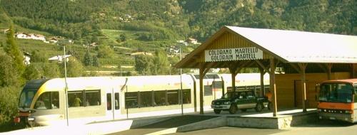 Bus e Treno si incontrano alla stazione di Coldrano per un collegamento a pettine. Foto da wikimedia