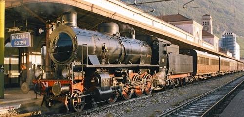 Gr.740.038 con 4 centoporte + bagagliaio a Bolzano per i 125 anni della Ferrovia Bolzano-Merano (15.10.2006) . Foto Mauro da modelleisenbahn.blogspot.it