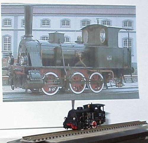 La 899 in versione originale, ed il modello in scala N. Foto da perscaraferr