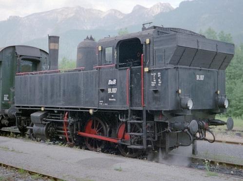 ÖBB 91.107, ex KKstB 199, analoga alle FS circolanti sulla Bolzano-Merano-Malles. Foto di Herbert Ortner da wikimedia, licenza Creative Commons Attribution 3.0 Unported