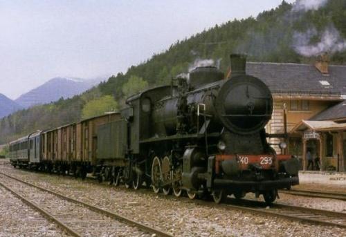 Una composizione mista merci/passeggeri a Spondigna - Foto © www.mecschlanders.com