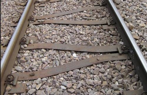 Traversine metalliche a Y usate nelle curve a raggio stretto