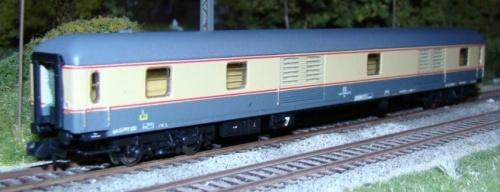 Bagagliaio UIC-X in livrea GC da www.trains160.com