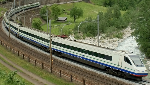 ETR 470-Cisalpino nella livrea in uso nel 2009 - Foto © effimera59 da www.trainzitaliafoto.com