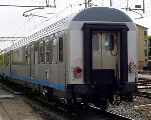 Vista di coda della zzarrozza bagagliaio - Foto © toni001 da www.trainzitaliafoto.com