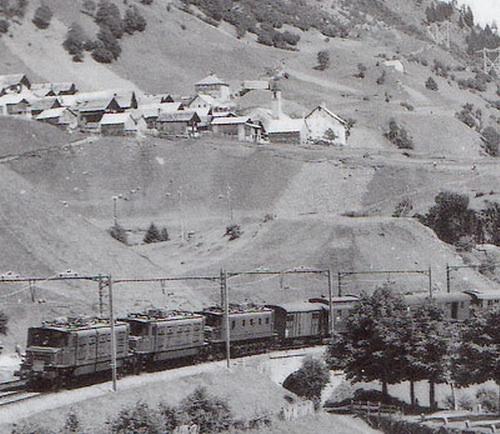 Ae 4/7 in tripla trazione sul Gottardo - Foto SBB Historic