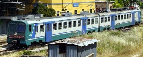 Le.562.054+ALe.582.072 a Racalmuto nel 2003 - Foto © LinoPetruzzella da trenitaliani.altervista.org