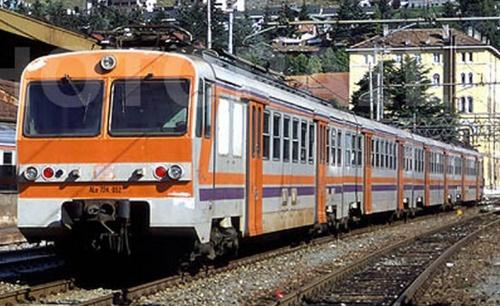 ALe.724.052 con le rimorchiate a Bardonecchia nel 1999 - foto © Stefano Paolini da photorail.com