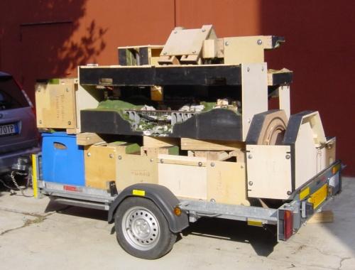 Una ventina di moduli d iN-Party caricati su un carrello, in partenza verso l'edizione 2013 di dell'HobbyModel di Novegro. Foto © Gianni Monesi