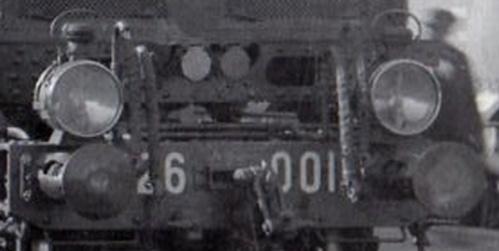 """Dettaglio di una foto dei primi anni '30, nel quale si vede la """"finestratura"""" sul telaio ancora aperta."""