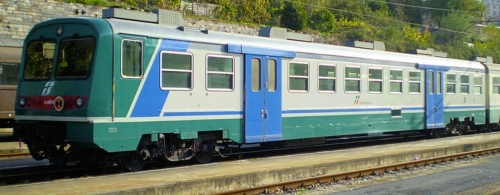 Le.682.024 a La Spezia nel 2008 - SI nota l'assenza delle portine vano bagagli a fianco della cabina - Foto © marcoclaudio da trenomania.org