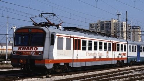 ALe 642 in livrea pubblicitaria Kimbo - foto © Peter Wittmann da http://www.railroadpictures.de