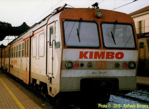 Ale 724 in livrea pubblicitaria Kimbo, Foto © Raffaele Bonaca da ilPortaleDeiTreni