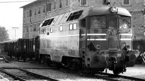 """LA D342.2001 a Colle Val D'Elsa nel 1977, durante il suo """"periodo toscano"""". Foto © Leonardo Carnesecchi da photorail.com"""