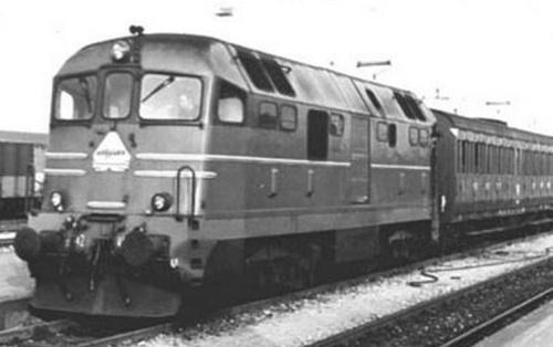 D.342.4001 prototipo in partenza con un locale per Ravenna nel Settembre 1973 - foto © B.Cividini da http://digilander.libero.it/GFRIMINESE/Rimini/rimini4.htm