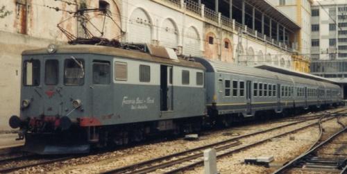 Locomotore Le 102 alla testa di tre MDVC in livrea FerroTramviaria - Foto (credo scattata nel 1995) © Johannes Smit da flickr