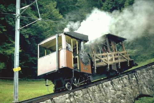 Pilatus Bahn Zahraddampflok No.9 (SLM 1889) come vagone di servizio, ancora attiva nel 1980. Foto © Archivio Peter Walter da www.bahnbilder.de